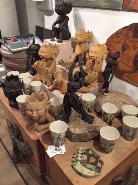 Kopper. trolde og stenskulpturer