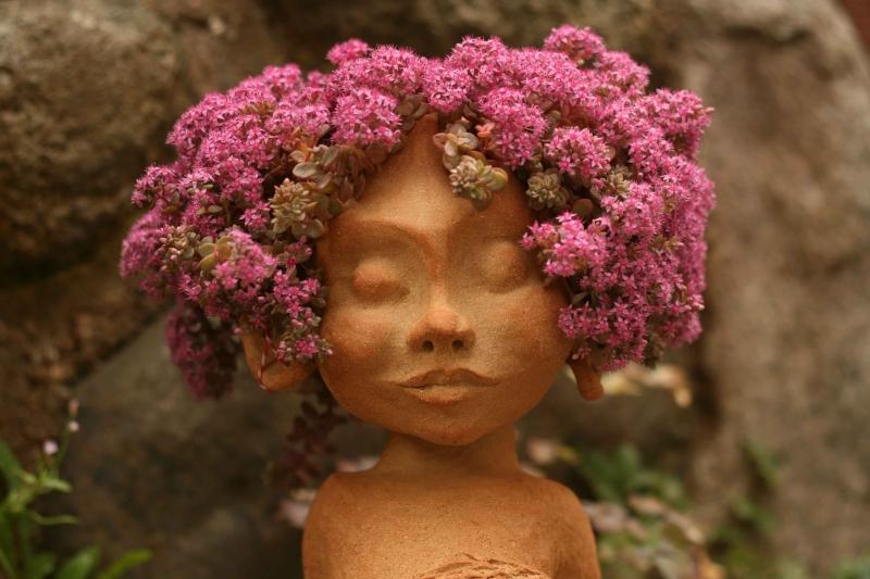 troldedreng med pink hår